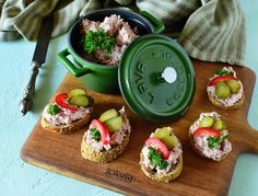 silvestrovske-jednohubky Salmon Burgers, Appetizers, Snacks, Ethnic Recipes, Food, New Years Eve, Salmon Patties, Appetizer, Eten