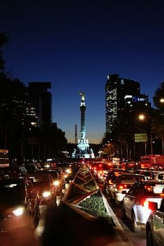 Paseo de la Reforma, Mexico City Used to live close to here, that was my everyday sight before I moved to here :'( Makes me so homesick Cool Places To Visit, Places To Travel, Places To Go, Wallpapers Mexico, Mexico Wallpaper, Mexico People, Visiting Mexico City, Df Mexico, Mexico Culture