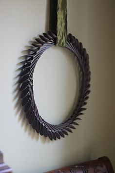 "I am ""kopy katting"" a clever, fun, inexpensive craft/design item I recently saw: a wreath made of plastic spoons! Plastic Spoon Mirror, Plastic Spoon Crafts, Plastic Silverware, Silverware Art, Plastic Spoons, Plastic Art, Plastic Bottles, Spoon Wreath, Laurel Wreath"