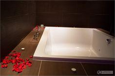 Bath tub at Acquapura Spa in Schladming, Austria – Wellness & Massage - Österreich - Falkensteiner - #wellness #spa #austria