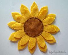 girassol feltro - Pesquisa Google Felt Flowers, Diy Flowers, Fabric Flowers, Easter Crafts, Fun Crafts, Diy And Crafts, Bee Stencil, Felt Banner, Diy Birthday Decorations