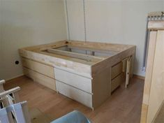 ikea hack ivar bett - Ecosia Ikea Bed Hack, Ikea Hack Storage, Murphy-bett Ikea, Diy Storage Bed, Bedroom Storage, Hackers Ikea, Malm Drawers, Diy Bett, Modern Murphy Beds