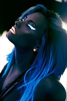 Demi Lovato's amazing beautiful glow in the dark makeup from her NEON LIGHTS music video
