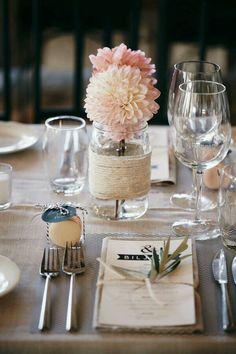 Fr hling deko ideen wei e hortensien tisch marmeladenglas for Brautpaar wohnung dekorieren