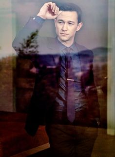 He's so sharply dressed that nature tries to imitate him: | 42 Things That Prove That Joseph Gordon-Levitt Is The Perfect Man