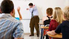 Als leraar is het vaak ook wel eens nodig om streng op te treden tegen de leerlingen. Veel leerlingen zullen anders een loopje met je nemen.