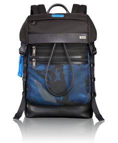19a0e1ebe4b86 Tumi Alpha Bravo Kinser Rucksack mit Überschlag Blue Camo Koffer