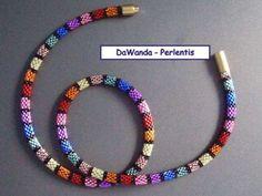"""Häkelkette """"Regenbogen"""" aus Delica Beads"""
