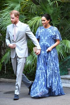 Meghan Markle saved one of her most stunning looks for last on her three-day royal tour of Morocco with Prince Harry. The Duke and Duchess of Sussex had an audience with  Mohammed VI of Morocco, the King of Morocco, at a royal residence this evening. Costumes Gris Clair, Costume Gris, Estilo Meghan Markle, Meghan Markle Stil, Vestidos Carolina Herrera, Prinz Harry Meghan Markle, Dior Gown, Sussex, Prince Harry And Megan
