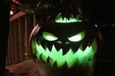 Got to do this year! :) Halloween party decor: jack-o-lantern Pumpkin, dry ice and glowsticks. Halloween Prop, Halloween 2016, Halloween Party Decor, Holidays Halloween, Halloween Crafts, Halloween Stuff, Dry Ice Halloween, Happy Halloween, Scary Halloween Pumpkins