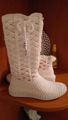 Crochet Boots, Cowboy Boots, Shoes, Fashion, Crochet Hat Patterns, Tejidos, Booties Crochet, Moda, Zapatos
