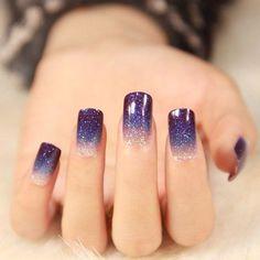 Ongles vernis en dégradé avec des paillettes (violet)