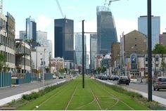 Les voies du tramway boulevard National, La Garenne-Colombes, vers les tours de la Défense.