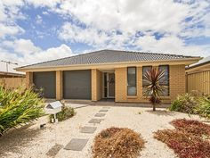 #Modern #home in Seaford Meadows sold by Kevin J. Barry from the Professionals Christies Beach, real estate agency - 08 8382 3773. #RealEstate #RealEstateSouthAustralia www.christiesbeachprofessionals.com.au