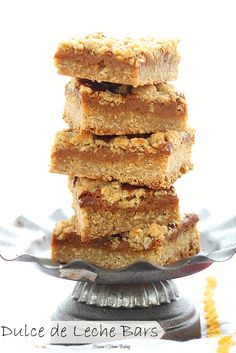 Quick and easy oatmeal bars with a thin layer of chewy gooey dulce de leche. Recipe from Roxanashomebaking.com