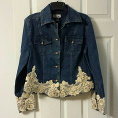 Berek denim jacket with lace trim. Beautiful jacket with an ivory/gold trim to give it s lot of class. Denim And Lace, Stylish Eve Outfits, Denim Jacket Fashion, Denim Ideas, Lace Jacket, Jeans Dress, Jean Jackets, Denim Jackets, Petite Fashion