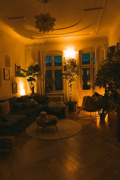 How to decorate your sustainable and easy Christmas tree. bedroom night Decorate a Sustainable and Alternate Christmas Tree - Interior Ideas Dream Home Design, My Dream Home, Casa Hygge, Tree House Interior, Deco Studio, Appartement Design, Aesthetic Room Decor, Night Aesthetic, Aesthetic Gif
