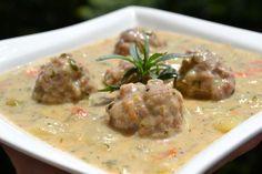 Zöld fűszeres karalábé húsgombóccal Hungarian Cuisine, Hungarian Recipes, Ital Food, Cheeseburger Chowder, Food And Drink, Soup, Paleo, Dishes, Meat