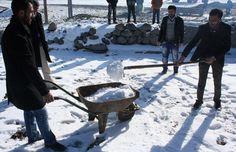 #haber #haberler #kars #sarıkamış #seçim Beşyol Köyü'nde, içme suyu sıkıntısı yüzünden gençlere komşu köylerden kız verilmediği belirterek, seçim zamanı oylarımızı alıp söz verenler, bizi unuttu.