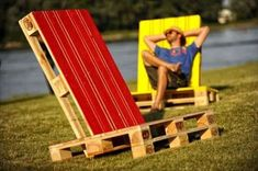 Garden lounge chair made with only two repurposed wooden pallets conveniently assembled and another piece of a pallet to provide the inclination system. The chairs are then painted with bright colors, the result is really nice and decorative,perfect for a modern garden decoration. Easy, nice, comfortable, cheap…what else? :) #Chair, #Diy, #Lounge #RecycledPallets Pallet Projects Diy Garden, Wooden Pallet Crafts, Pallet Art, Pallet Ideas, Pallets Garden, Garden Furniture Sets, Diy Pallet Furniture, Recycled Furniture, Furniture Ideas