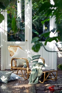 Trendy outdoor chair in scandinavian style | Cozy decoration details, ideas and inspiration for the balcony