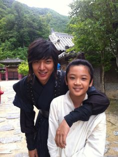Lee Min Ho and Choi won Hong on the set of Faith Loved that kid so much as Eun Jo in PK!!! So cute!!