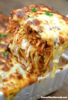 Million Dollar Spaghetti Casserole is an easy hearty casserole that is both budg. - Million Dollar Spaghetti Casserole is an easy hearty casserole that is both budget-friendly and eas - Casserole Dishes, Casserole Recipes, Pasta Casserole, Chicken Casserole, Italian Casserole, Beef Recipes, Cooking Recipes, Easy Recipes, Recipies
