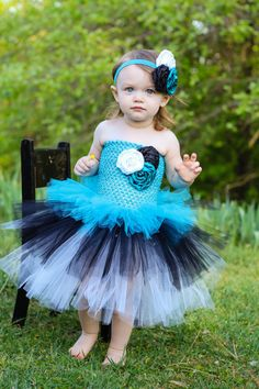 Newborn  Size 9 Turquoise Black and White Layered by krystalhylton, $40.00   for the Alice theme