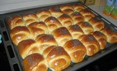 Cream croissant made from yeast dough without walking time - Gebäck - Pizza Bread Recipes, Cooking Recipes, Cake Recipes, Bread And Pastries, Russian Recipes, Saveur, Bread Baking, Relleno, Food Photo