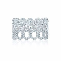 A tribute to the dazzling beauty of Canadian winters captured in the Birks Snowflake collection, this stackable snowflake ring is made of 18kt white gold and diamonds.