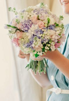 Pretty Pastels ~ Matt And Lena Photography, Floral Design: Martins Alves | bellethemagazine.com
