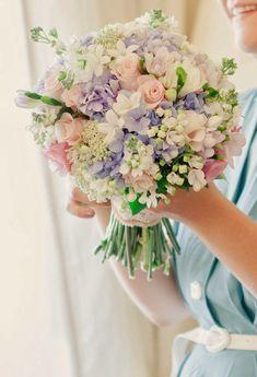 Pretty Pastels ~ Matt And Lena Photography, Floral Design:  Martins Alves | bellethemagazine.com