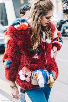 Manteau coloré qui sort du commun, effet rétro, vintage, fashion week, rare, prix élévé sans doute