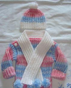 """Ensemble pull """"chaussette"""", bonnet et écharpe en laine tricoté main : Mode Bébé par danielaine-tricots-enfants"""