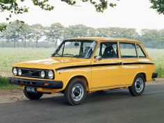 Volvo 66 GL Kombi - Yellow Car