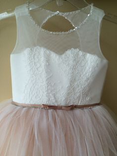 Please read our store policies before placing your order here https://www.etsy.com/ru/shop/Butterflydressua/policy  Gorgeous ivory and beige flower girl dress with multilayered skirt, lace corset with applique and rhinestones, and satin stripe.  Item material: upper layer of the skirt- tulle with lace applique  middle layer of the skirt- tulle  lower layer of the skirt- taffeta  corset- lace, satin with rhinestones  Dress color: ivory and beige  ivory  white   Size: 2-3-4-5-6-7-8-9-10 The…