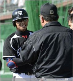 阪神宜野座キャンプ 掛布氏に迎えられる鳥谷 ― スポニチ Sponichi Annex 野球  (via http://www.sponichi.co.jp/baseball/news/2014/02/15/gazo/G20140215007596310.html )