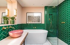 green bathroom Bright London apartment, where eternal summer dwells Bathroom Interior Design, Modern Interior Design, Bad Inspiration, Bathroom Inspiration, Bathroom Colors, Bathroom Green, Bathroom Ideas, Brass Bathroom, Colorful Bathroom