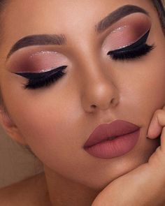 Wow, we're just obsessed with make-up collections by Too Faced! This Sam … – Prom Make-Up Ideas Makeup Eye Looks, Cute Makeup, Gorgeous Makeup, Glam Makeup, Eyeshadow Makeup, Eyeshadow Ideas, Sparkly Eyeshadow, Amazing Makeup, Hair Makeup