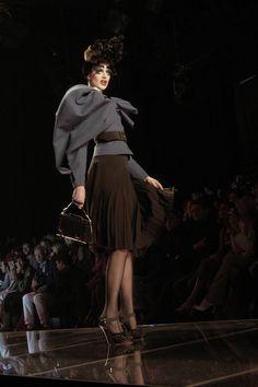 106 photos of John Galliano at Paris Fashion Week Fall 2003.