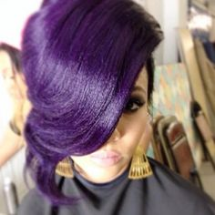 Dye your hair simple & easy to bright purple hair color - temporarily use vivid purple hair dye to achieve brilliant results! DIY your hair imperial purple with hair chalk Love Hair, Gorgeous Hair, Beautiful, Absolutely Gorgeous, Funky Hairstyles, Pretty Hairstyles, Cabello Pin Up, Blond, Hair Colorful