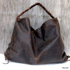 Brown Antiqued Leather Large Hobo Bag by Stacy Leigh. Love the hobo style and antiqued finishThis is the Etsy shop with the handmade leather purses that make me drool: Stacy Leigh Leather Bags They are beautiful. Diy Sac Cuir, Look Fashion, Fashion Bags, Sac Week End, Fru Fru, Leather Purses, Leather Bags, Leather Totes, Leather Backpacks