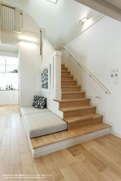 Live Natural Premiumの施工事例をご紹介いたします。 - Inspiring idea for our future home. Home Stairs Design, Interior Stairs, Home Room Design, Small House Design, Modern House Design, Home Interior Design, Interior Plants, Interior Modern, House Stairs