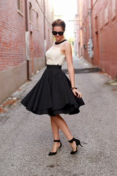 Wear a black leather mini skirt why we love pencil skirt outfits and 15 outfits with lace pencil skirts how… Jupe Swing, Swing Skirt, Skirt Outfits, Dress Skirt, Dress Up, Moda Chic, Mid Length Skirts, Full Skirts, Costume