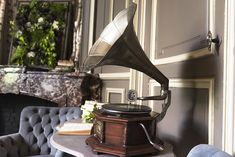 Phonographe ancien en location chez D DAY DECO #ddaydeco #decoration #deco #decomariage #decorationmariage #mariage #original #mariageoriginal #chic #mariagechic #wedding #ancien #phonographe