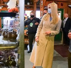 Ivanka Trump poses with trick-or-treaters at an apple orchard in Michigan | Daily Mail Online