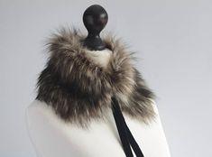 Faux fur scarf in beige and black. Beige black faux fur neck