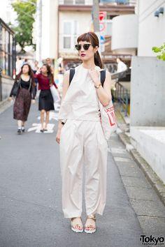 Harajuku Girl in Minimalist Look w/ Gold Sandals & Marc Jacobs Bag (Tokyo Fashion, 2015)