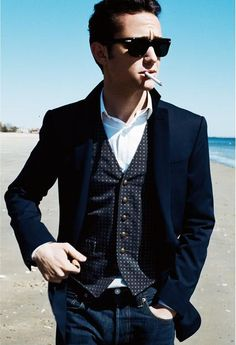 Joseph Gordon-Levitt....this man has class and every guy should strive to be this stylish