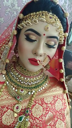Beautiful Indian bride in traditional attire Pakistani Bridal Makeup, Indian Wedding Makeup, Indian Wedding Jewelry, Bridal Lehenga, Bridal Jewelry, Indian Jewelry, Indian Bridal Photos, Indian Bridal Outfits, Indian Bridal Fashion